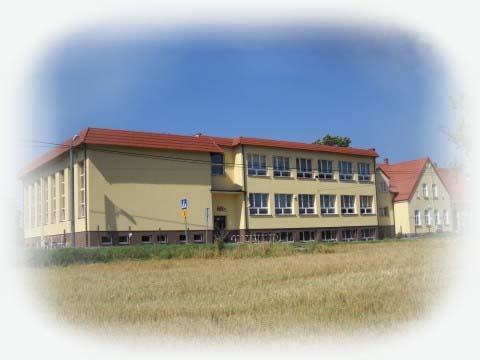 Widok budynku od strony szkoły podstawowej